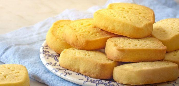 На фото Как приготовить песочное печенье в домашних условиях всего из трех ингредиентов