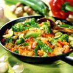 Рецепт Белый рис с овощами на сковороде