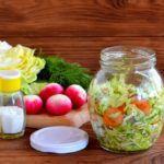 Рецепт Вкусный салат на скорую руку из маринованных овощей
