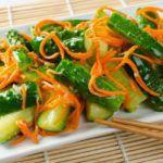 Рецепт Тертый салат из огурцов и моркови с имбирем