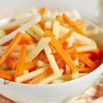 Рецепт Правильный салат из моркови и яблока