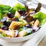 Рецепт Салат с сыром фета, виноградом и дыней