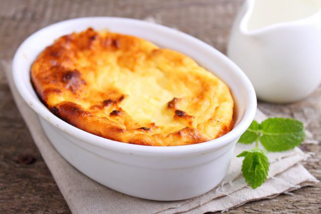 На фото Домашнее суфле из творога с сыром
