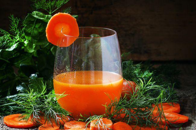 На фото Морковное настоящее вино в домашних условиях (простой вариант)