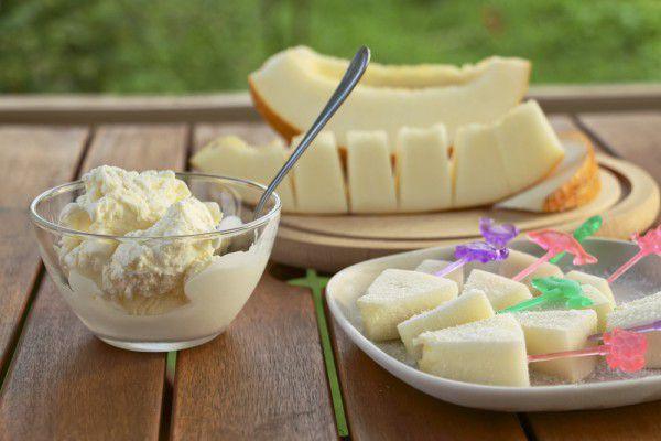 На фото Простое мороженое из дыни