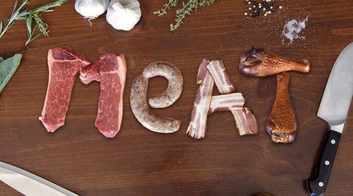 На фото Приём животного белка в пищу является причиной ранней смерти