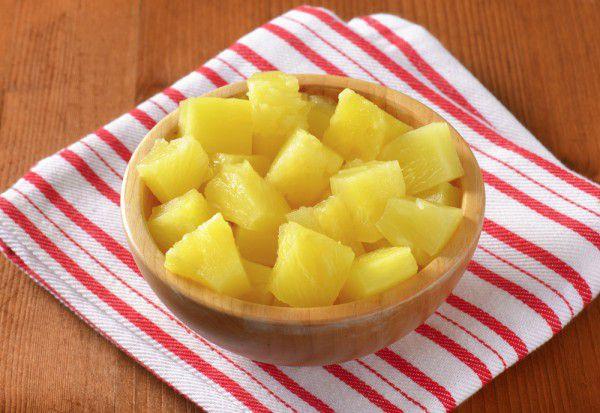 На фото Консервированные кабачки как ананасы