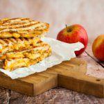 Рецепт Оригинальные тосты с сыром и яблоками по-французски