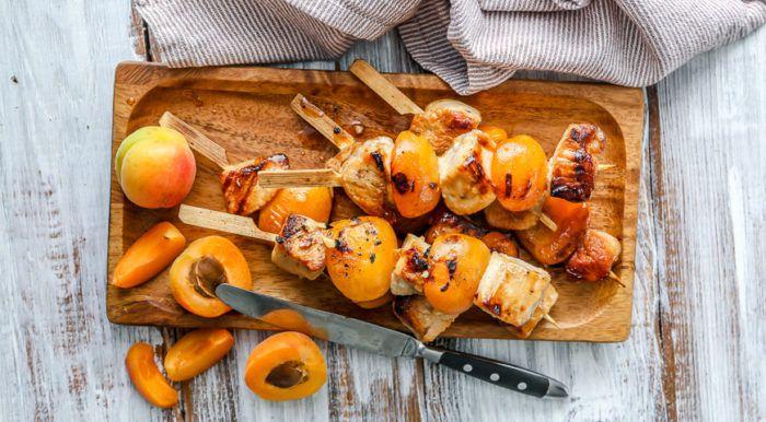 На фото Абрикосовый шашлык из индейки (маринад — самый вкусный)