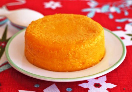 На фото Морковный сыр с лимоном и специями
