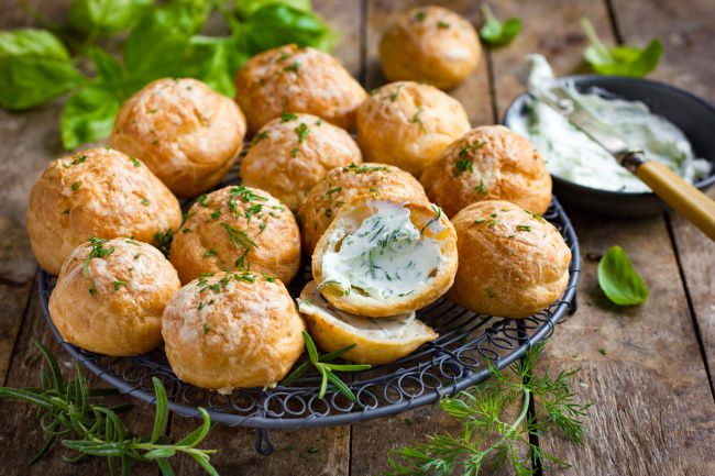 На фото Французские сырные профитроли (пошагово) c икорным кремом
