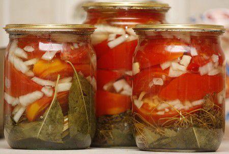 На фото Вкусные сладкие помидоры в желе на зиму