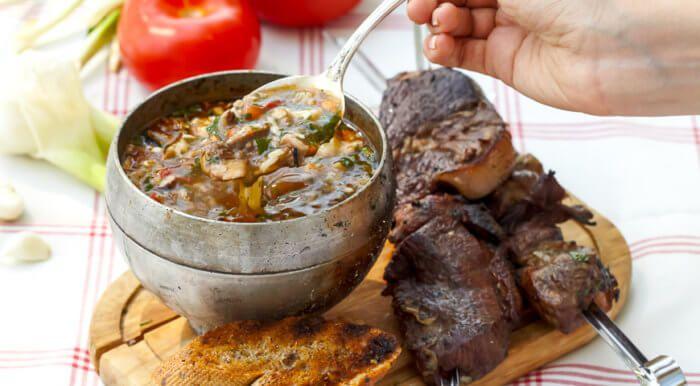 На фото Мягкий шашлык из баранины и вкусный харчо (пошаговый вариант)