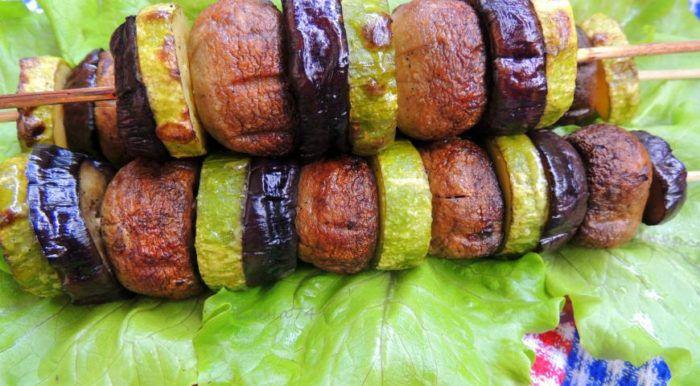 На фото Постный шашлык из овощей