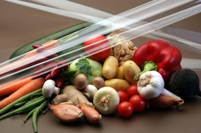 На фото Разработана съедобная пищевая пленка для паковки