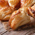 Рецепт Пирожки из слоеного теста с курицей и грибами