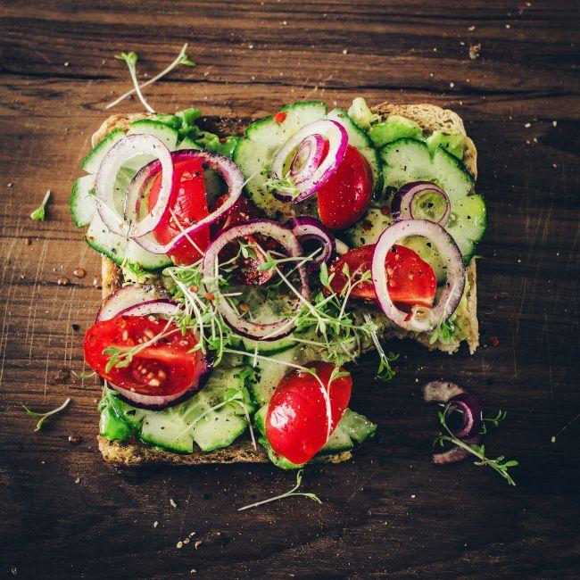 На фото Аппетитный тост любимому на завтрак