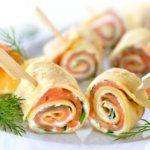 Рецепт Сливочные роллы из блинов с красной рыбой