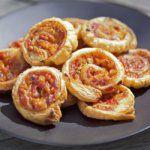 Рецепт Булочки-улитки из слоеного теста с сыром и ветчиной