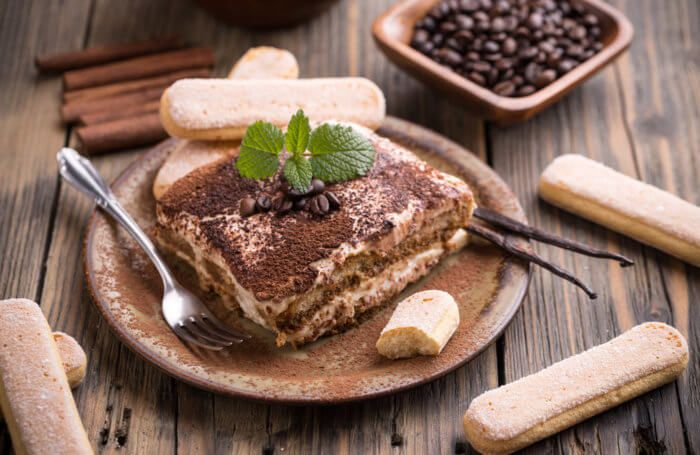 На фото Как приготовить идеальное печенье савоярди для тирамису