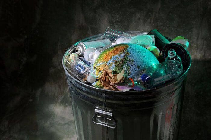 На фото Неделя Всемирной акции «Мы чистим мир» («Очистим планету от мусора»)