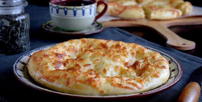 На фото Мегрельские домашние хачапури в духовке