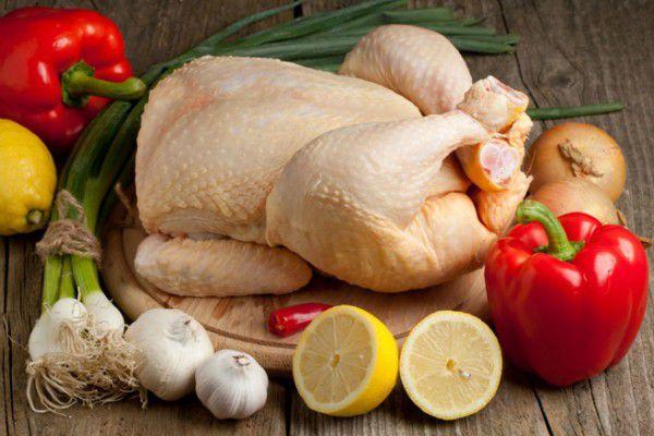 На фото Как и сколько можно хранить курицу в холодильнике и морозилке