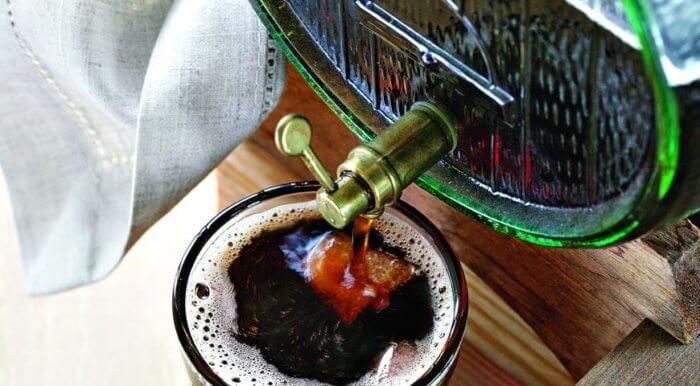 На фото Петровский квас из сухарей