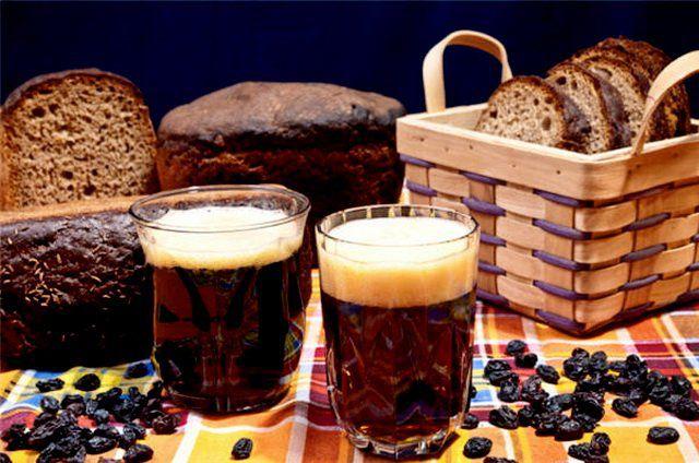 На фото Правильный квас в домашних условиях из ржаного хлеба