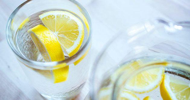 На фото Лимонная вода: польза и наслождение!