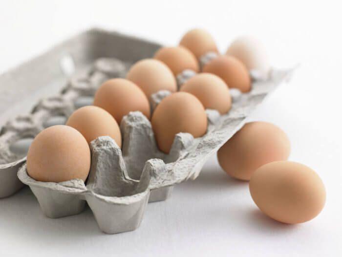 На фото Сколько хранить яйца в холодильнике