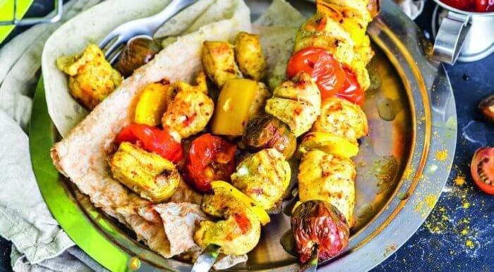 На фото Простой вкусный шашлык из куриной грудки