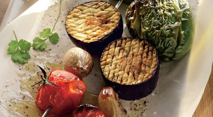 На фото Овощные шашлыки