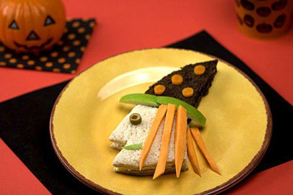 На фото Сэндвич Ведьма на Хэллоуин
