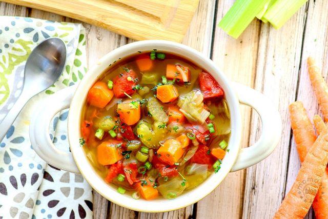 На фото Капустный суп для похудения