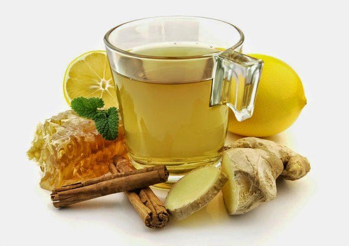 На фото Зеленый чай с имбирем и корицей