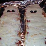 Рецепт Хэллоуинская мумия-пицца для друзей