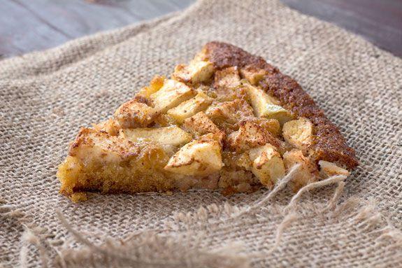 На фото Подборка Шарлоток с яблоками в мультиварке «Поларис» и два вида крема к ним