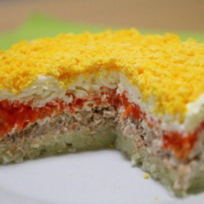 На фото Салат «Мимоза» с сыром