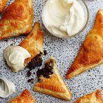 Рецепт Шоколадно-ореховые пирожки из слоеного теста в духовке