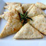 Рецепт Сырные треугольники с розмарином