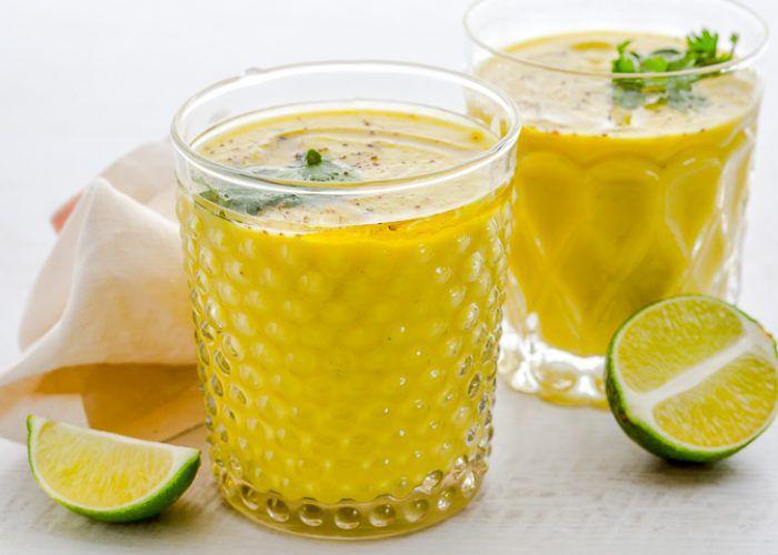 На фото Домашний суп из тыквы и кабачков