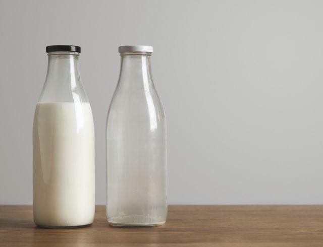 На фото Как выбрать молоко?