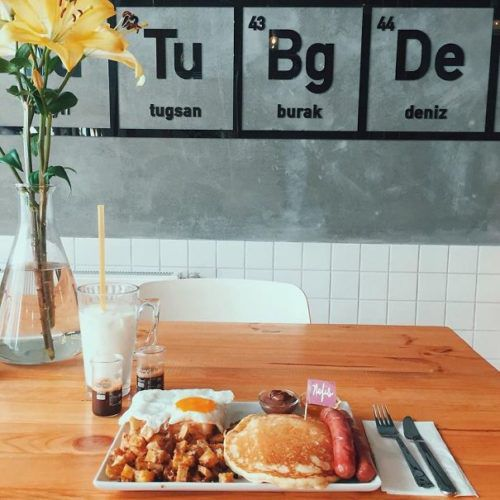 breaking-bad-themed-coffee-shop-in-istanbul-4