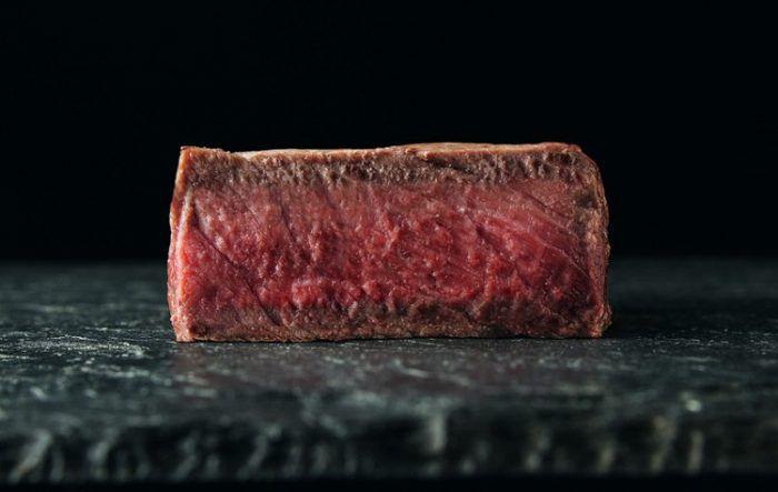 На фото Определение степени прожарки стейка (виды стейков)
