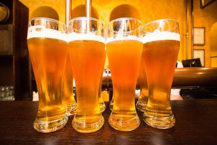 На фото Разница между фильтрованным и нефильтрованным пивом