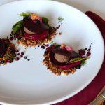 Рецепт Равиоли из маринованной свеклы с пряным паштетом на подушке из колотого арахиса