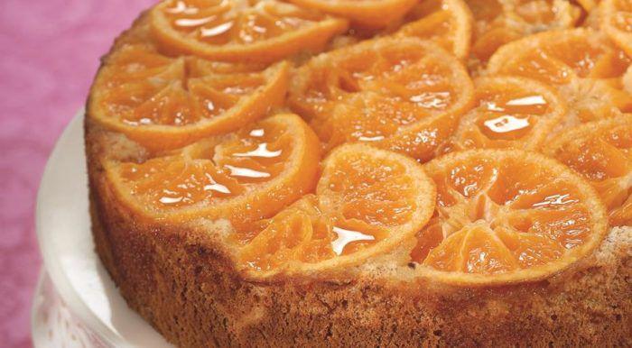 На фото Бездрожжевой пирог с мандаринами