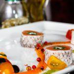 Рецепт Ролл с копченым лососем и томатами