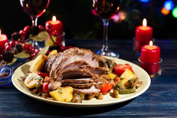 На фото Запеченная свинина на Новый год: ТОП-5 рецептов